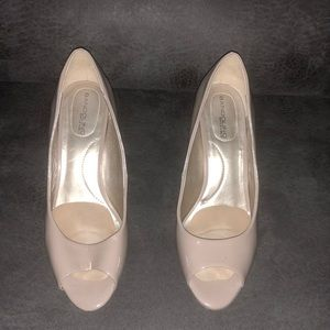Simple open toed tan heels BANDOLINO size 6